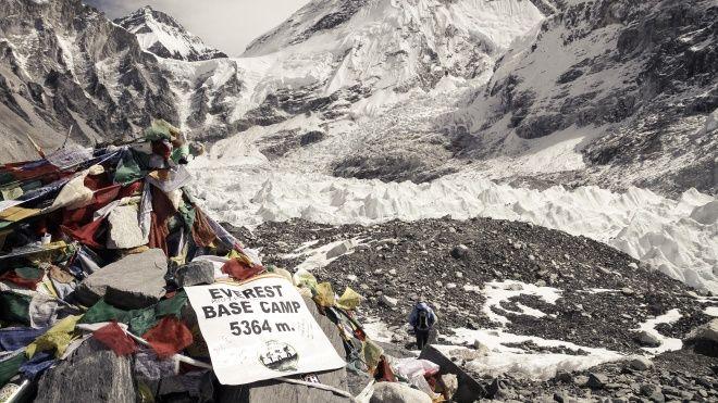 Pe vârful Everestului a fost descoperit microplastic