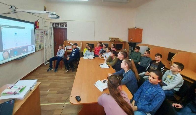 """UE // În raionul Fălești continuă acțiunile de informare și instruire a tinerilor în cadrul proiectului """"Cetățeni implicați- comunități dezvoltate- servicii de calitate"""""""