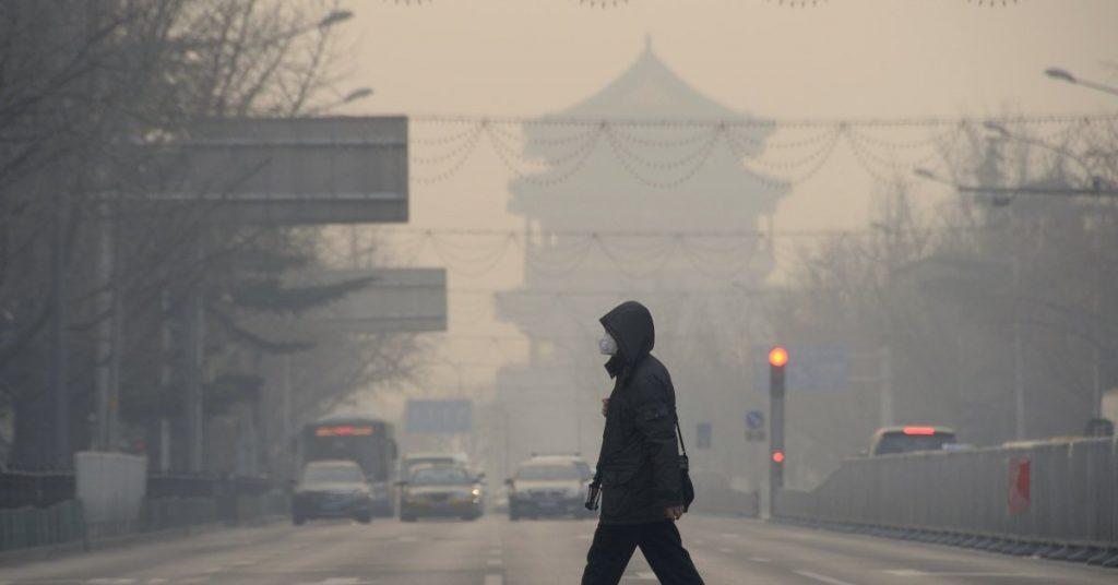 Poluarea aerului în anumite părți din Beijing este de nouă ori mai mare decât norma OMS
