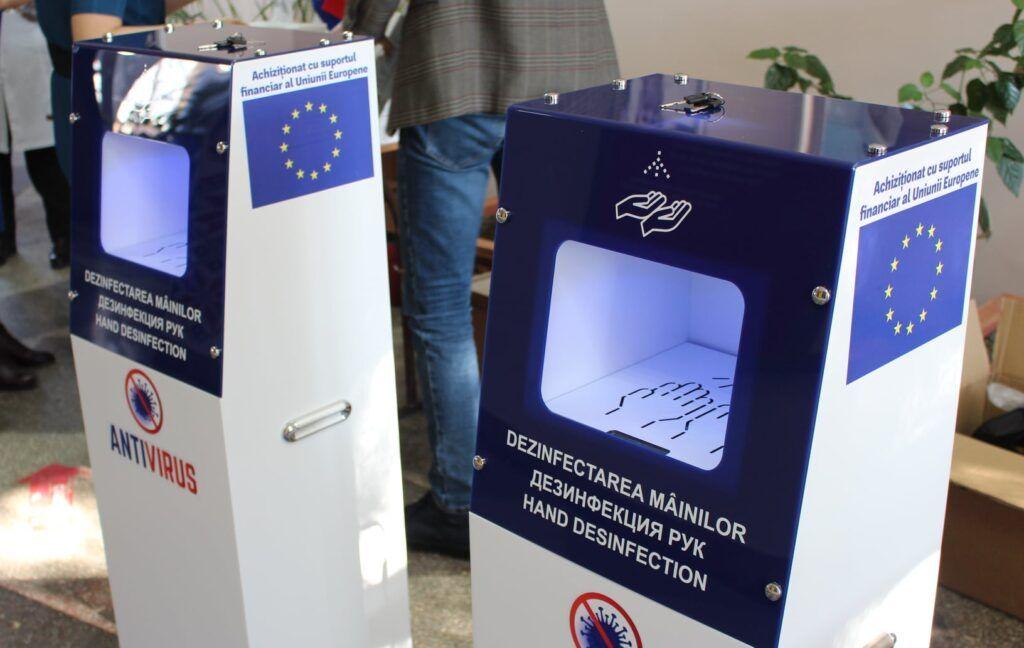 """UE//În cadrul unui proiect european, Liceul Teoretic """"Ion Vatamanu"""" din Strășeni a primit un lot de echipamente destinat reducerii riscului de răspândire a SARS-CoV-2"""
